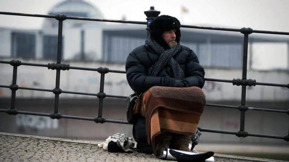 Winter in Duitsland: Berlijn Senaat wil daklozen bevriezen terwijl migranten warmpjes geholpen worden