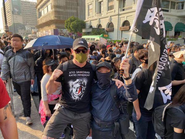 Oekraïense neonazi's trekken naar de protestbeweging van Hong Kong