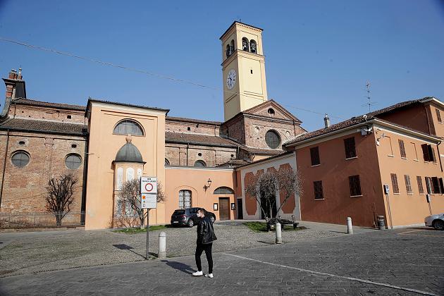 Europa vecht tegen epidemie naarmate het aantal mensen zich verveelvoudigt in Italië