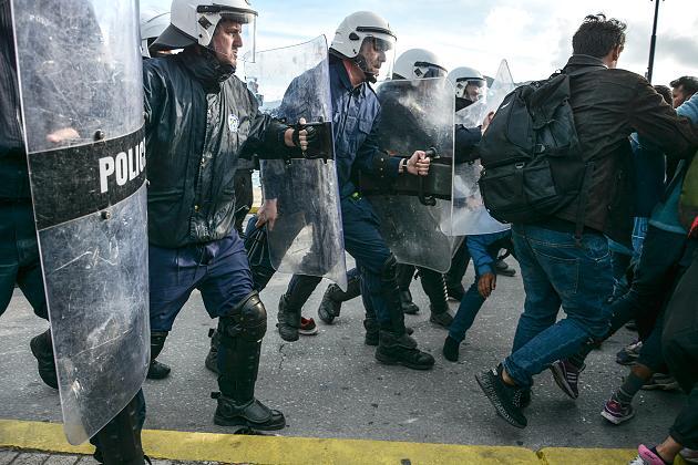 Toont eindelijk solidariteit met Griekenland en bestraft Erdogan Turkije!