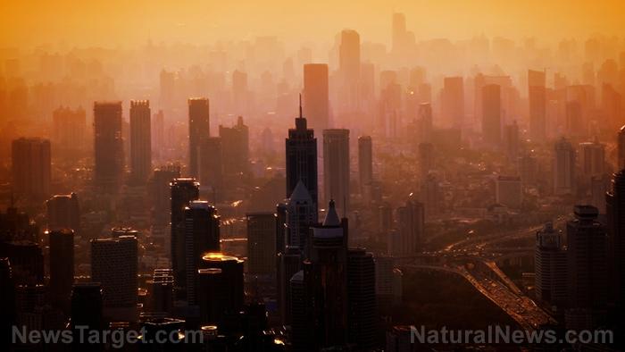 Luchtvervuilingsniveaus vallen overal ter wereld, omdat het coronavirus ervoor zorgt dat steden en industrieën worden gesloten