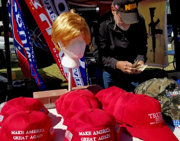 Trump's Zealots: White Supremacists and Evangelicals Klaar voor een nieuwe burgeroorlog?