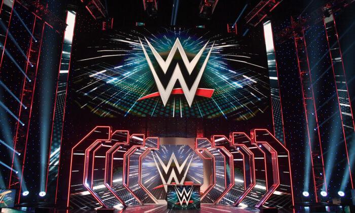"""De GOP-gouverneur van Florida grijpt in om WWE te bestempelen als """"essentieel bedrijf"""" tijdens de uitbraak van het coronavirus"""
