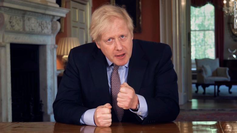 """Boris Johnson stelt een stappenplan voor om de """"lockdown"""" in het VK geleidelijk """"te ontgrendelen"""""""