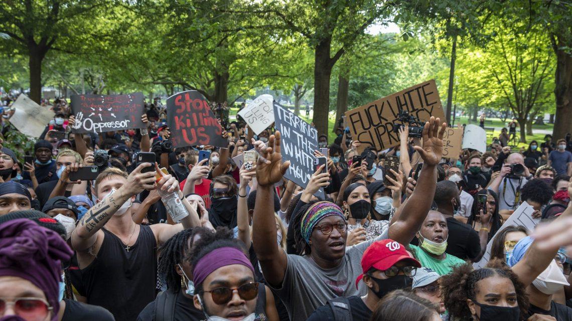 Wereldwijd gaan mensen de straat op om te protesteren tegen de dood van een zwarte arrestant in Minneapolis.