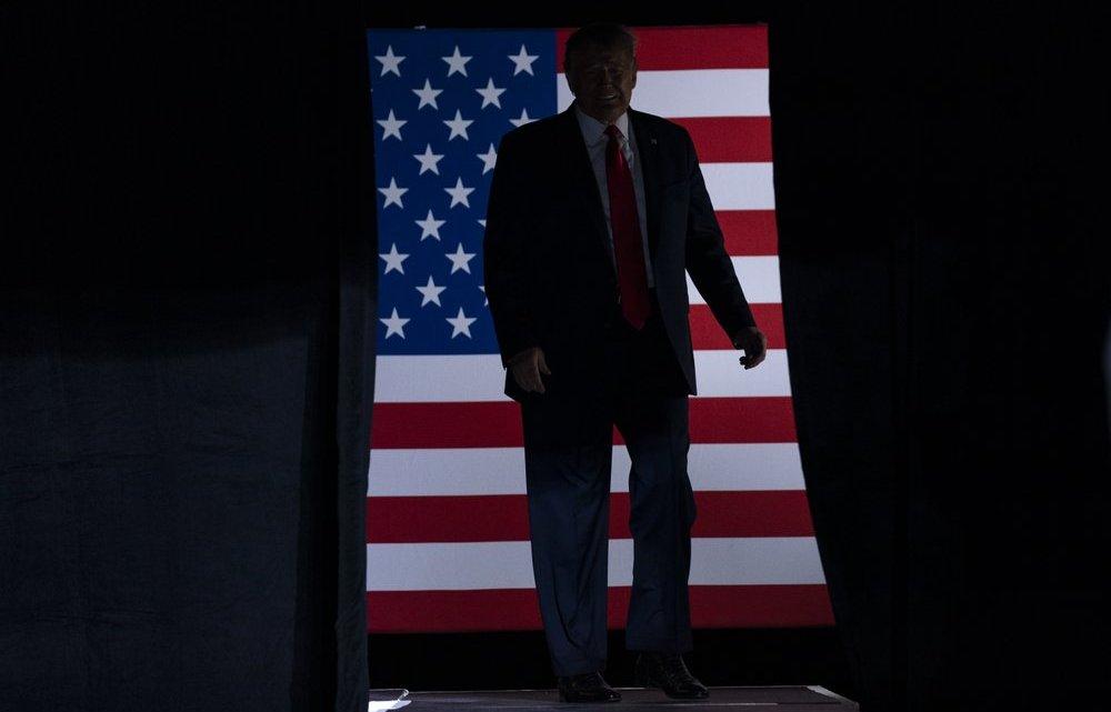 Trump's toespraak over heropleving van grote campagne verandert in een verhaal over een ramp en zijn angst om 'op mijn reet te vallen'