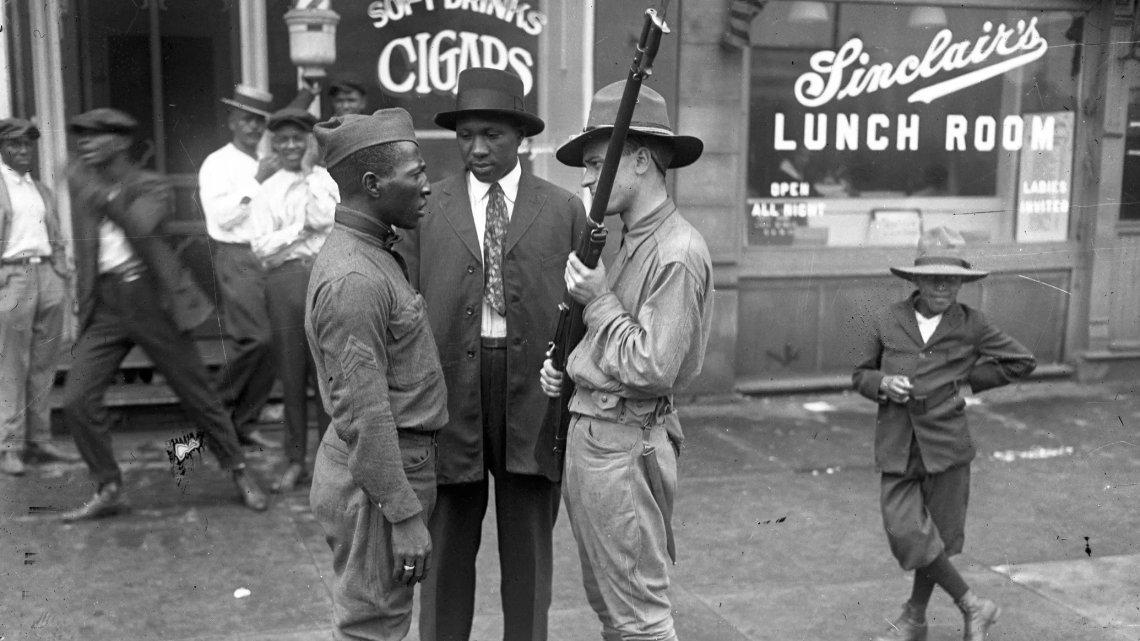 Hoe een racistische politie Amerikaanse steden overnam, verklaard door een historicus