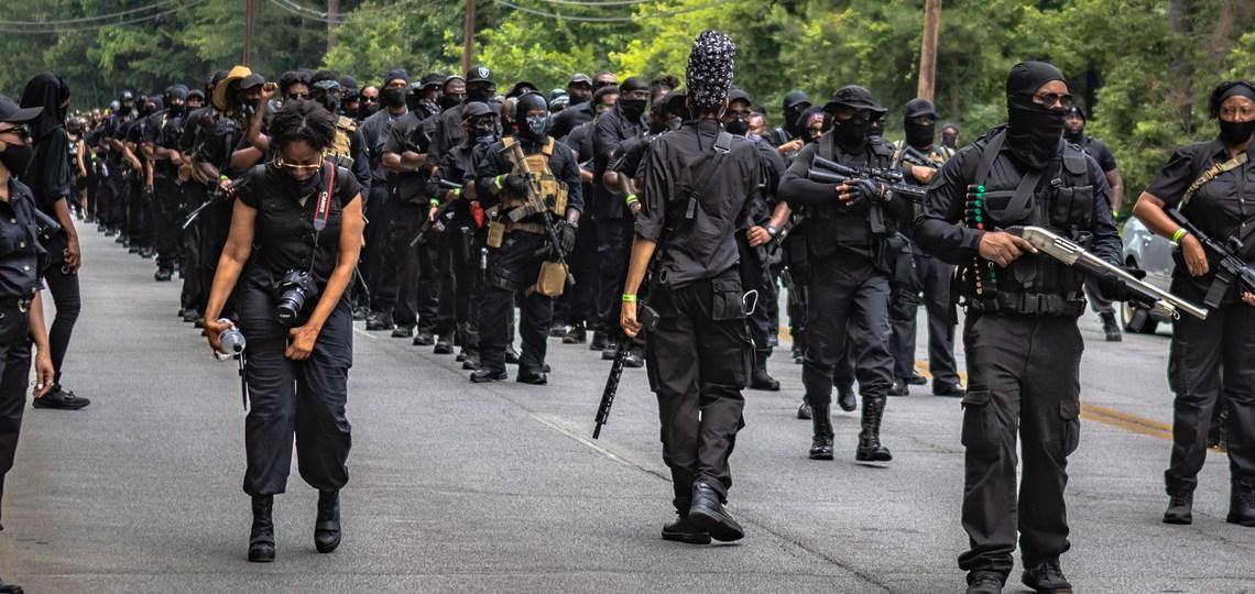 Leider van radicale zwarte militie NFAC 'gelooft in geweld' en wil een levensechte Wakanda voor elke zwarte persoon in Amerika