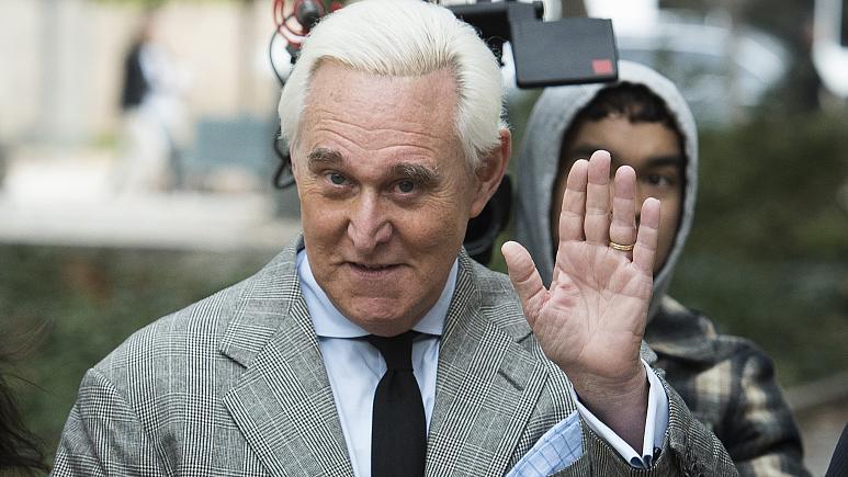 Trump's afkoop van de zin van Roger Stone is flagrante corruptie: hij komt ermee weg