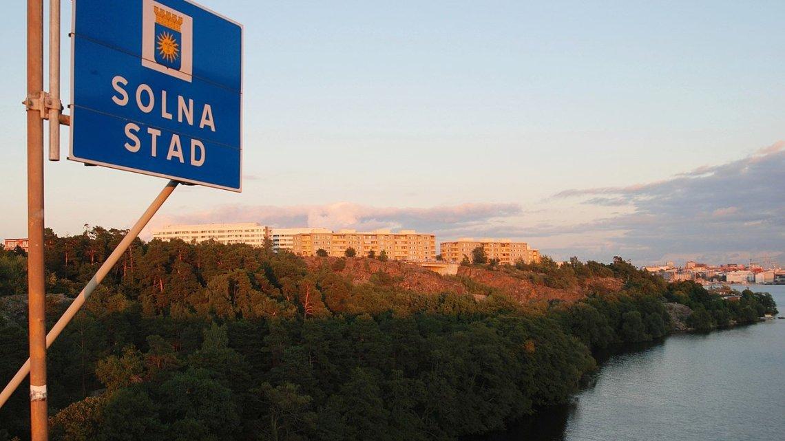Schokkend Solna in Zweden: Migranten verkrachten twee jongens en begraven ze levend