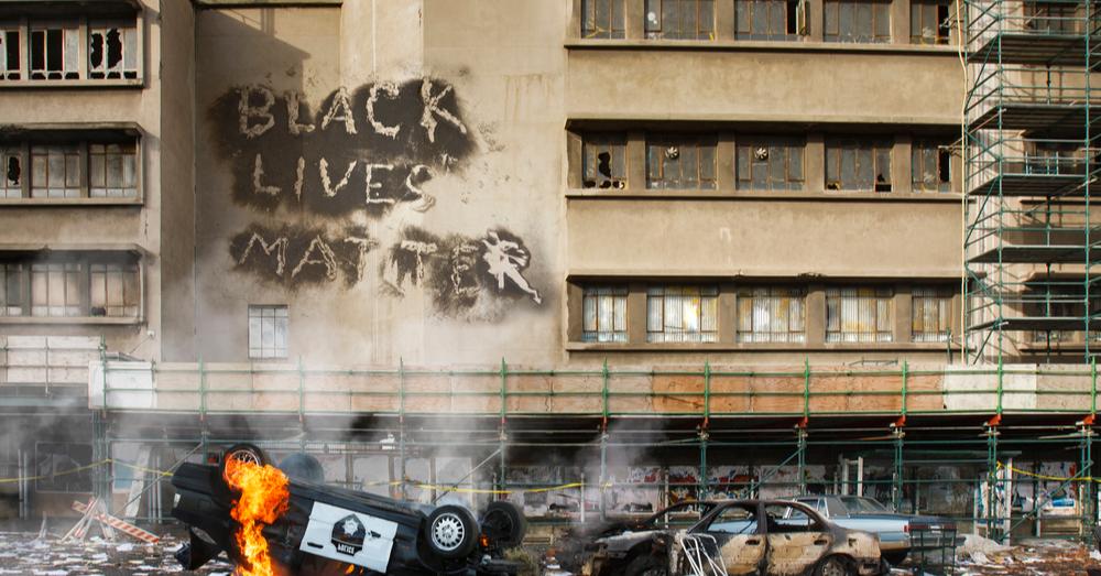 Rellen en plunderingen nadat zwarte man zelfmoord pleegt (video)