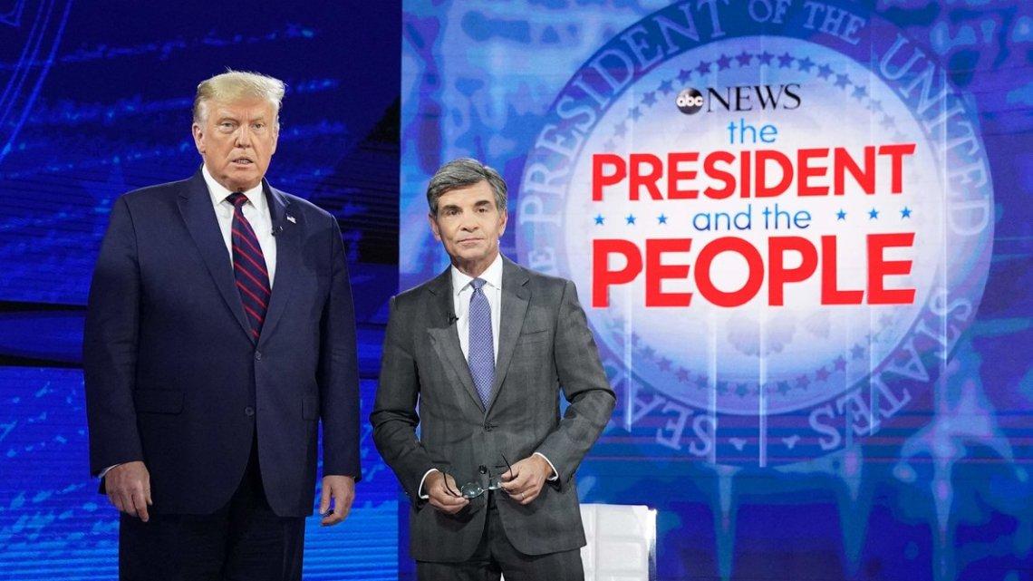 Trump beweert dat COVID-19 'weggaat' dankzij een 'kudde mentaliteit'