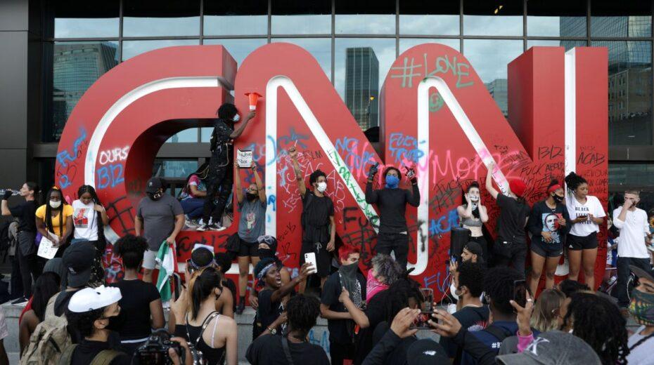 Meisjes eerst. Vieze diplomaten en CNN-hacks werpen een schaduw over het Londense ministerie van Buitenlandse Zaken