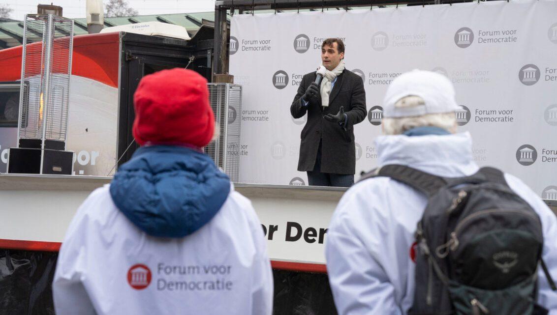 Thierry Baudet verbolgen op 'levensgevaarlijke' briefstemkoningin Ollongren: 'Wij willen NORMALE verkiezingen!'