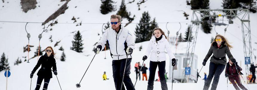 Koning en koningin laten skiën in Lech na Griekenland-rel even zitten