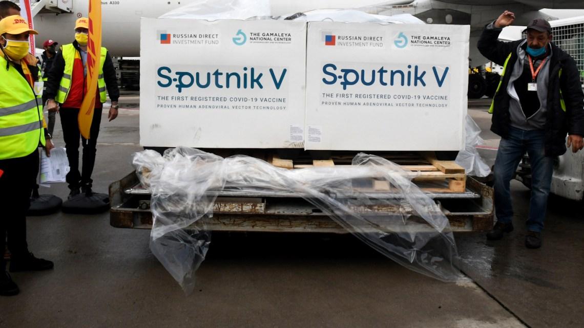 VACCINOORLOGEN Spoetnik V: EU offert haar burgers bij duizenden op het altaar van anti-Russische puntenscores