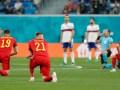 Knielen voor elke EK-wedstrijd als teken tegen racisme: het gebaar zorgt voor debatten en fluittonen
