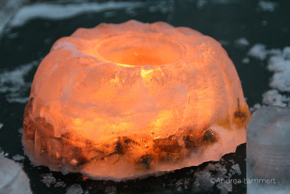 Eiskunst, Laternen aus Eis, Eislaternen, gefrorene Herzchen aus Eis, landart, Guglhupf aus Eis