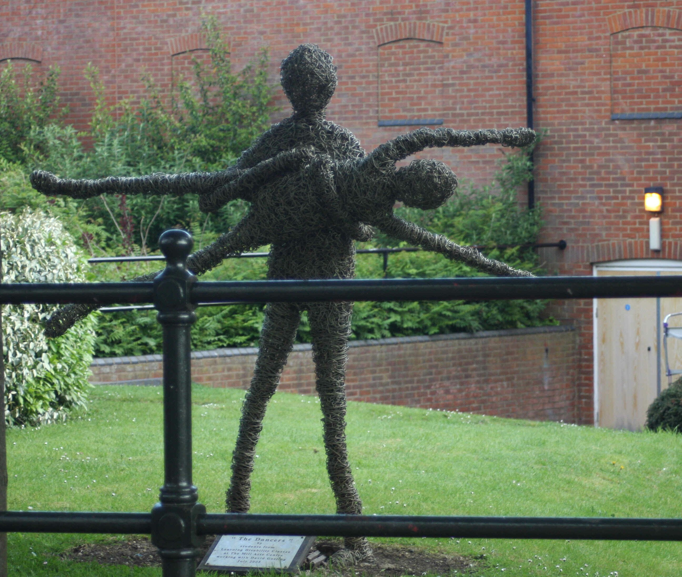 The dancers - one of many wicker sculptures dotted around Banbury