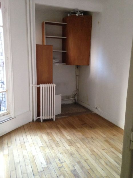 photo-avant-travaux-d-une-piece-de-forme-biseautee-parquet_5842515