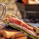 """<span class=""""title"""">『BLT』 キャンプの定番朝食🥪 ベーコン、レタス、ハム、チーズ  焚き火を眺めながら コーヒーとともに〜。  みなさまのオススメのホットサンドレシピ あれば教えてください👏🏻🥪  #キャンプ朝食 #キャンプ朝ごはん #ホット .. #キャンプアウトドアJP #フォトコン</span>"""