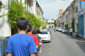 We walked the streets, familiarizing ourselves with the area. The town was a reminiscence of a once laid back Singapore.