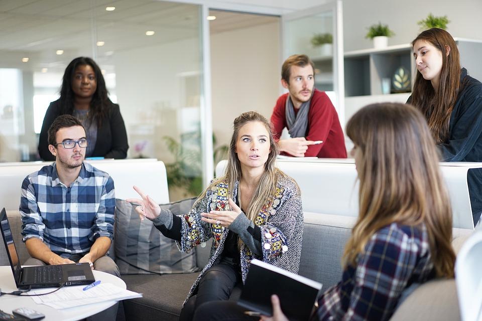 Unternehmen bewerben sich bei Mitarbeitern; employer branding