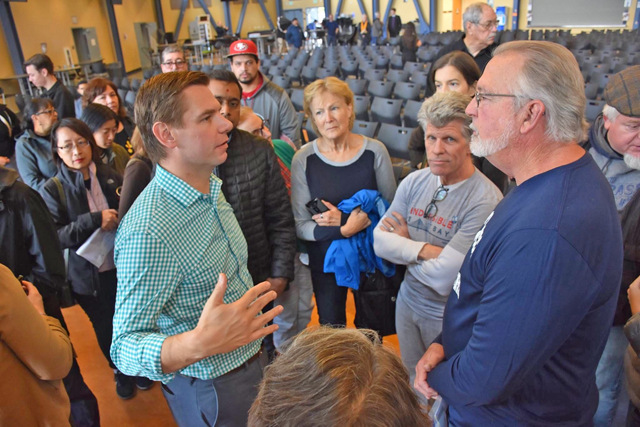 Rep. Swalwell Town Hall, with Ward Kanowsky (in IEB t-shirt), photo © Rep. Swalwell's office