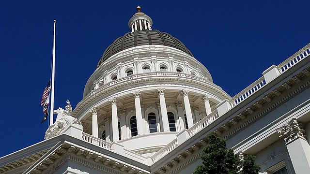 https://commons.wikimedia.org/wiki/File:The_State_Capitol_Dome_-_Sacramento,_CA.jpg