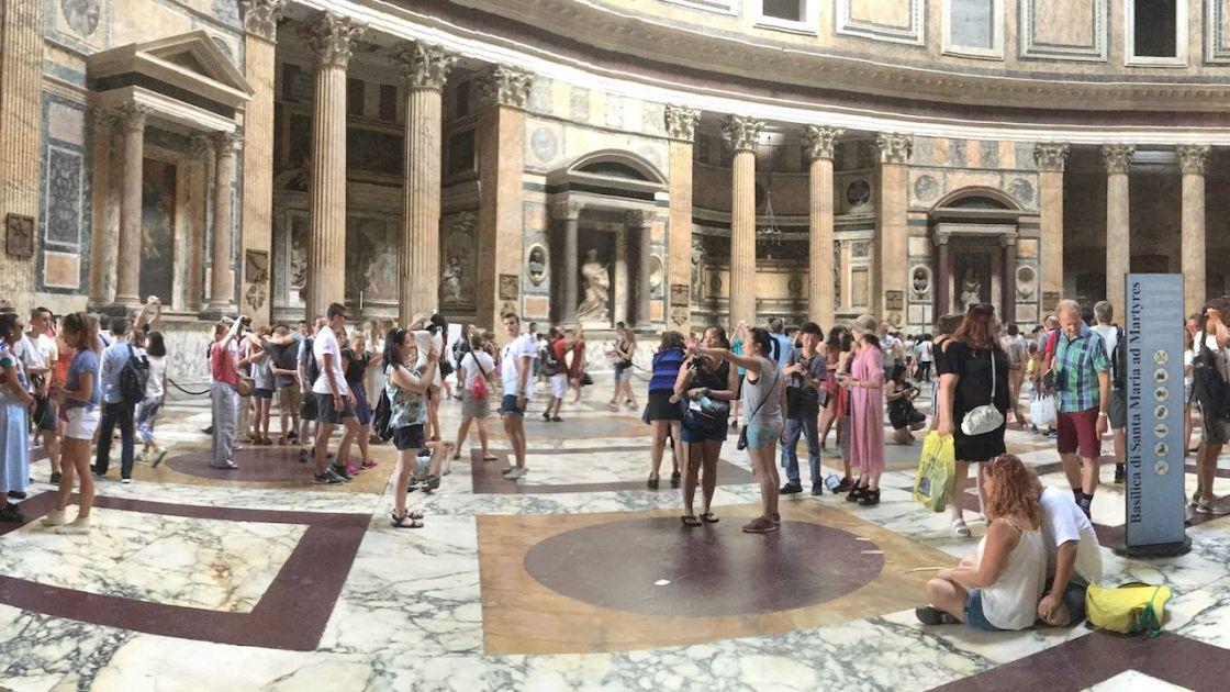 Valokuvanäyttely Roomasta nyt videona 1
