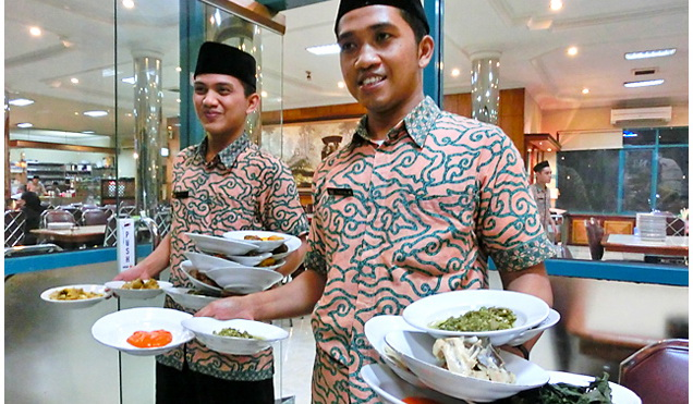 indonesian waiter