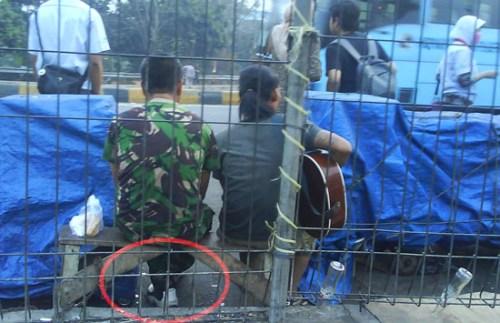 TNI Lalu Lintas di Bekasi Timur