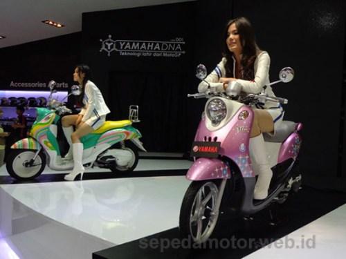 Gadis Yamaha - Jakarta Motorcycle Show 2012