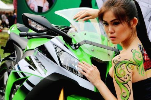 Kawasaki Foxy Lady Photo Contest
