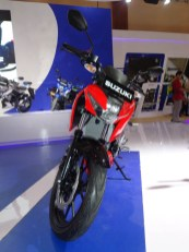 Suzuki GSX S150 warna red titan black
