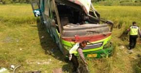 Bus Restu kecelakaan