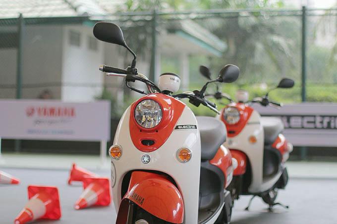 Motor Listrik Yamaha E-Vino Tampak Depan