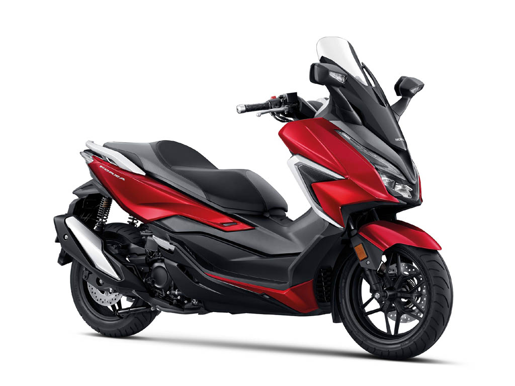 Honda Forza warna Candy Rosy Red