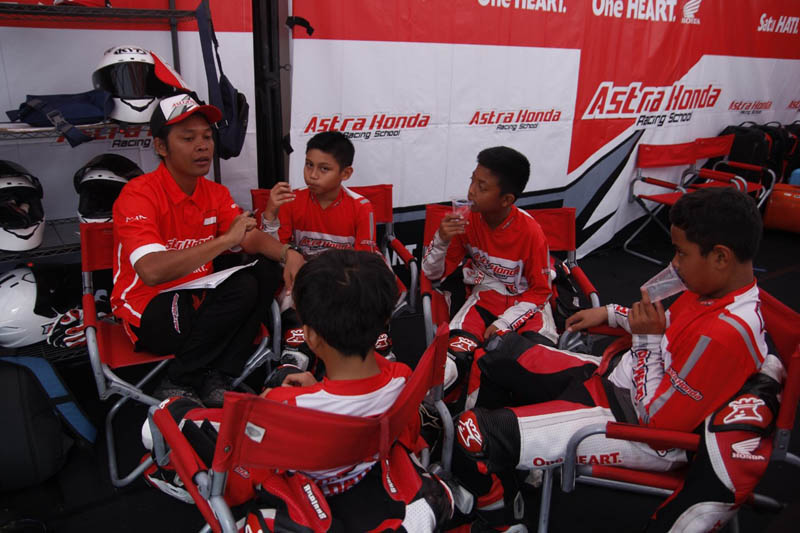 Astra Honda Racing School
