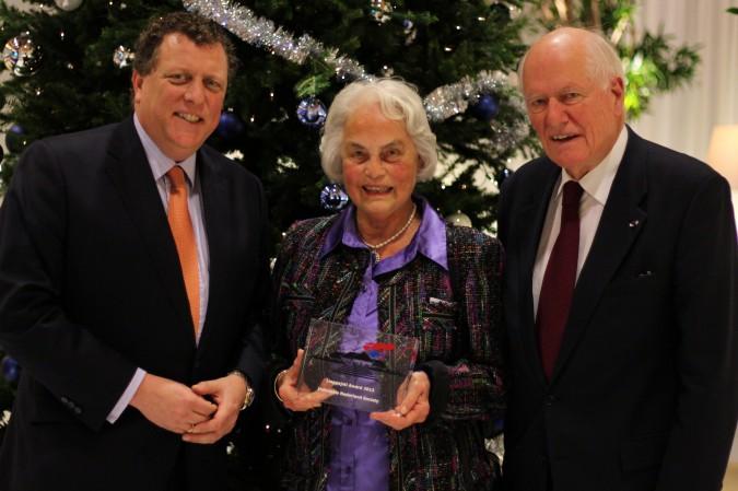 Joty ter Kulve gracefully accepts the first Linggadjati Award