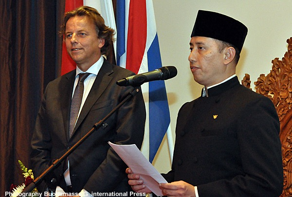 Koenders en Wayutomo bij 70e National Day
