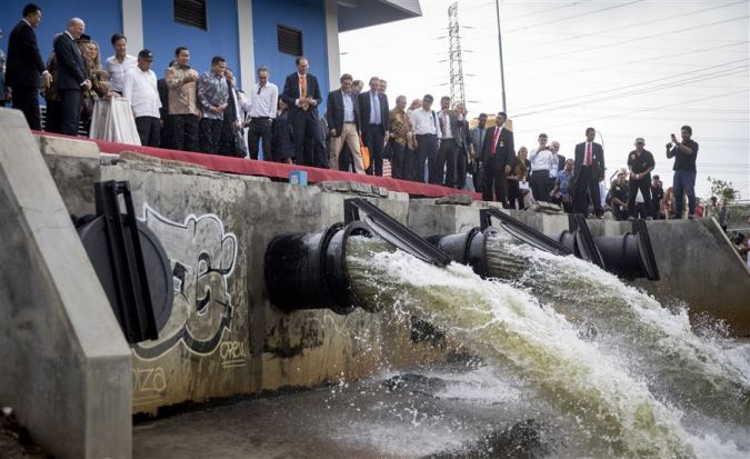 Met hulp van o.a. de waterschappen hebben zo'n 80.000 mensen nu droge voeten.