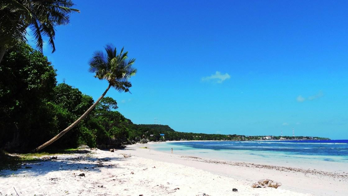 Sulawesi pantai bara beach