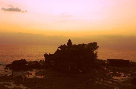 I templi di Bali il tanah lot luce del tramonto