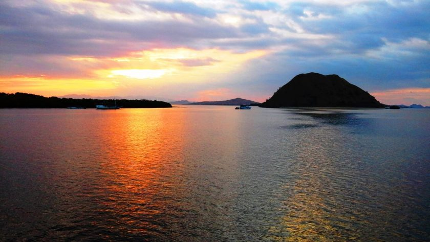 tramonto a komodo