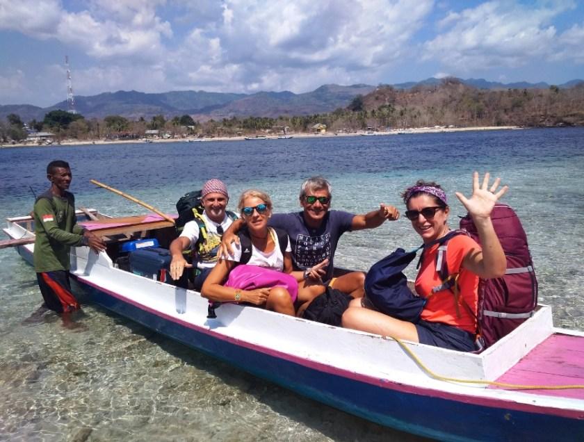 Viaggiare insieme amici in barca a kepa