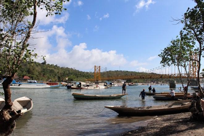 Travel blogger in indonesia Yellow-bridge-Nusa-lembongan-isola-di-Bali-indonesi-spuntidiviaggio