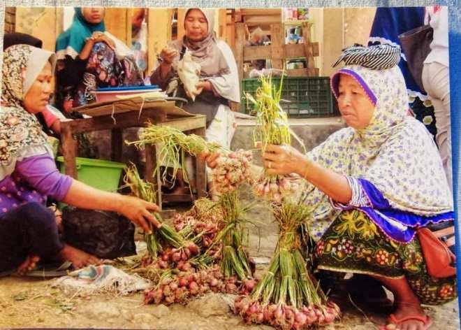 donne al mercato di lombok
