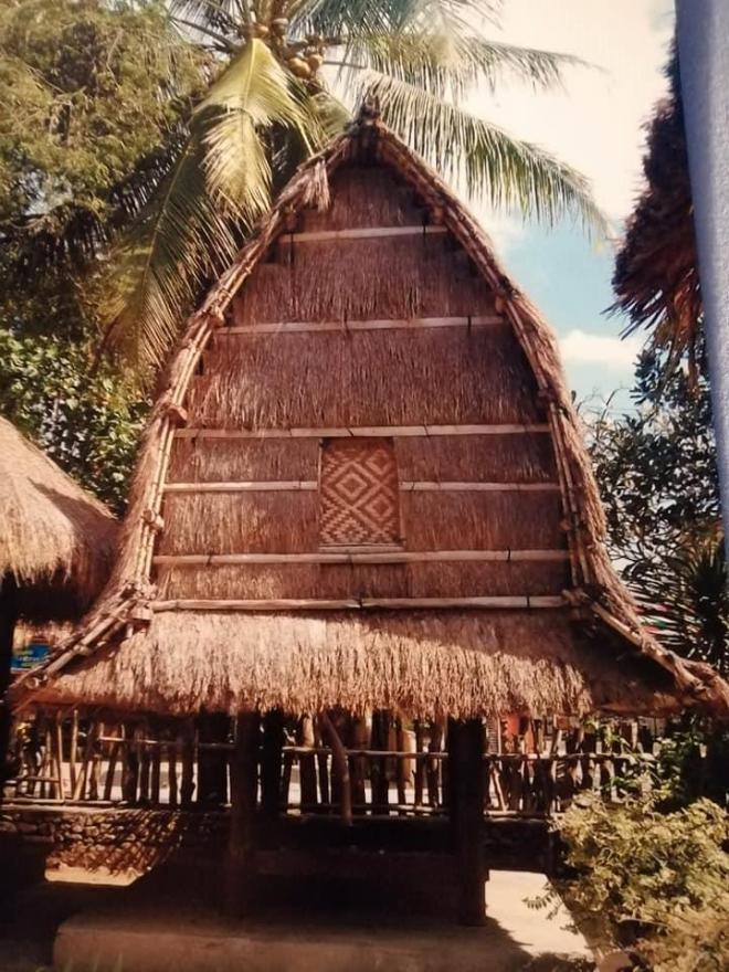 travel blogger in indonesia abitazione sasak a Lombok