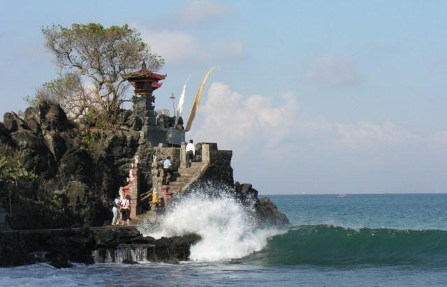 Batu Bolong temple Lombok Indonesia